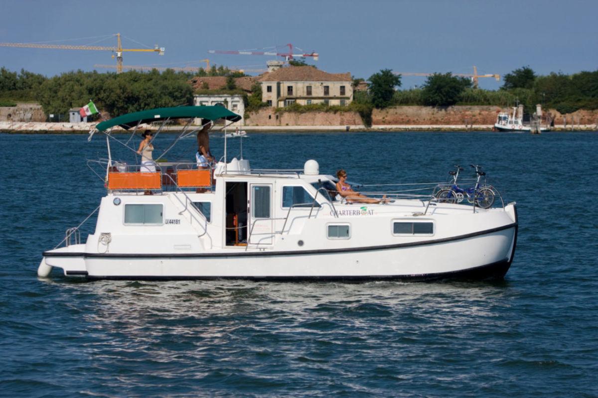 TIP TOP barca noleggio nella laguna veneta charterboat rendez vous fantasia