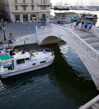 houseboat Chioggia Vigo bridge