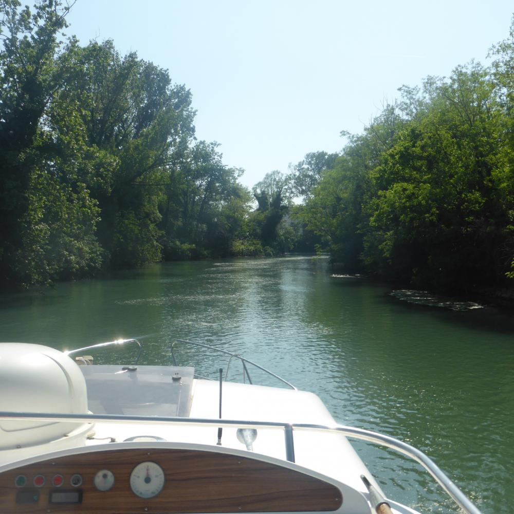 River Sile navigation natur houseboat
