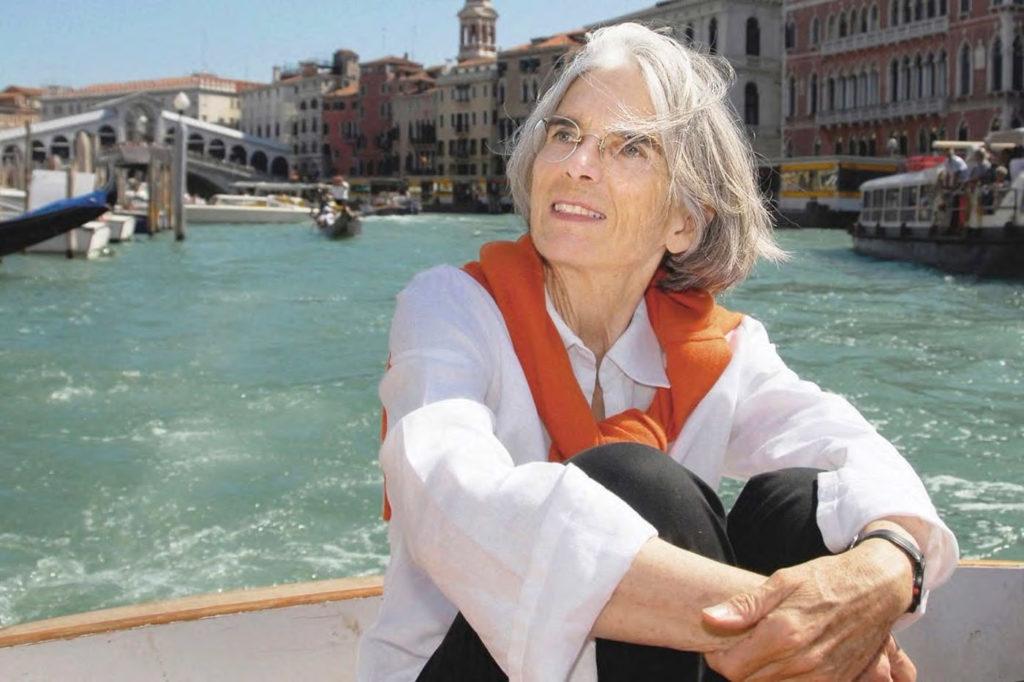 Donna Leon im Venedig Canal Grande