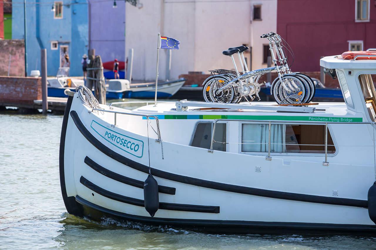 Biciclette a bordo housebaot barca abitabile locaboat penichette rendez vous fantasia burano
