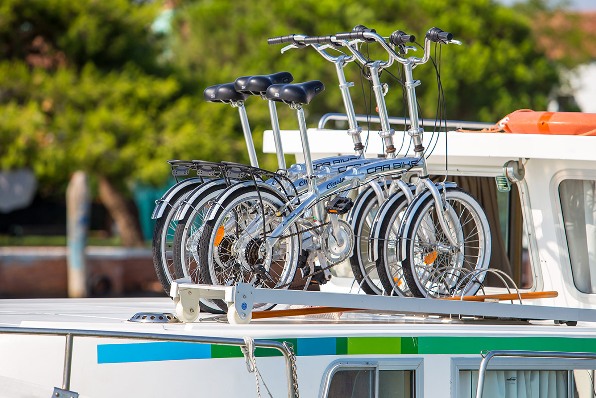 bici houseboat fly bridge
